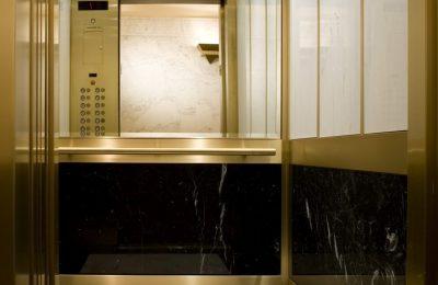 Liftboden mit Einleger und Fries